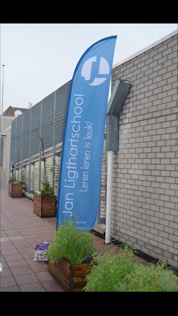 Jan Ligthartschool - Beachflag model: Straightflag medium